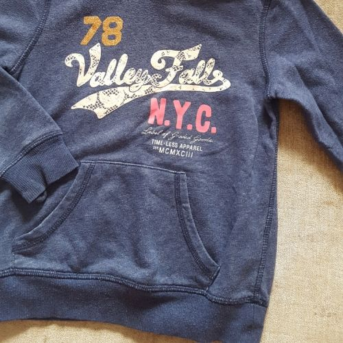 Pull capuchon fille 6/8 ans