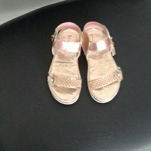 Chaussure d ete  fiellete p 24
