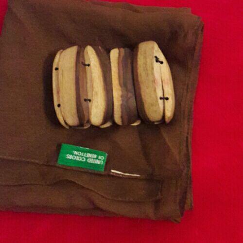 Foulard benetton et bracelet en bois