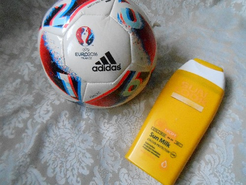 Lot estivale : miniballon de foot ADIDAS + une protection solaire haute protection indice 50